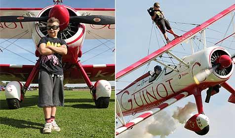 8-Jähriger auf Tragfläche 300 Meter hoch geflogen (Bild: AFP)