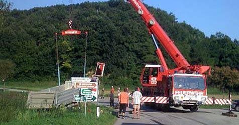 Pkw prallt frontal gegen Lastwagen (Bild: ff herzogenburg-stadt/presse@ff-herzogenburg)