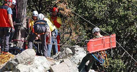 Geschwisterpaar aus Klettersteig gerettet (Bild: APA/MATTHIAS MARXGUT/BERGRETTUNG VORARLBERG)
