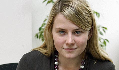 Natascha Kampusch liest aus ihrer Autobiografie vor (Bild: APA/HERBERT PFARRHOFER)