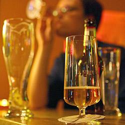 Betrunkener Wirt bedroht Gast mit Gaspistole (Bild: dpa/A3634 Friso Gentsch)