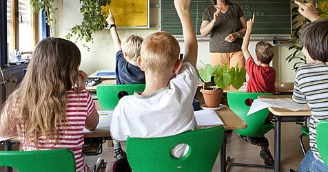 Erste Volksschule mit Englisch als Unterrichtssprache (Bild: dpa/A3602 Frank Rumpenhorst)
