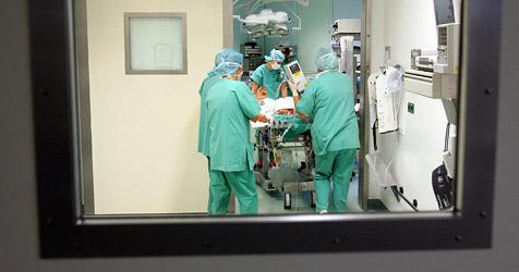 Patient stirbt wegen Beatmungsfehlers bei Knie-OP (Bild: dpa)
