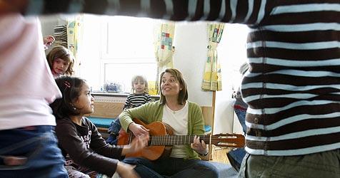 Kindergarten: 54% nicht Deutsch als Muttersprache (Bild: APA/HARALD SCHNEIDER)