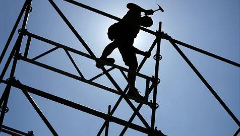 Baufirmen zittern vor Billig-Anbietern aus dem Osten (Bild: dpa/A3913 David Ebener)