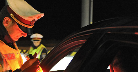 19-Jähriger ohne Führerschein als Alkolenker erwischt (Bild: APA/Herbert Neubauer)