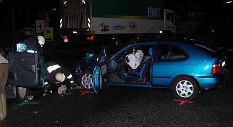 Zwei Verletzte bei Crash in Wilhelmsburg (Bild: Freiwillige Feuerwehr Wilhelmsburg)