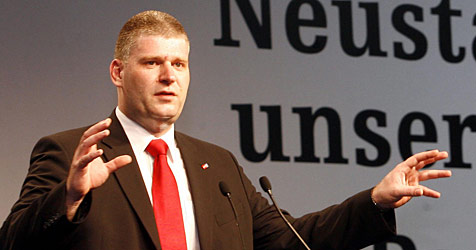 Leitner fordert Entlastungspaket für Pendler (Bild: APA/Herbert P. Oczeret)