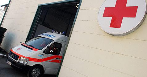 OÖ: Vier Kinder bei Autounfall verletzt, Frau eingeklemmt (Bild: Martin Jöchl)