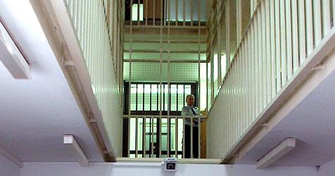 Frau schuldet dem Finanzamt 7.600 € - 38 Tage  Gefängnis (Bild: APA/RUBRA)