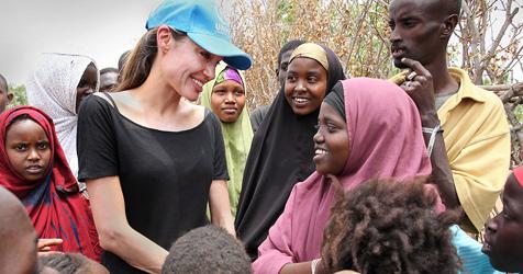 Jolie auf Besuch in Flüchtlingslager in Kenia (Bild: Boris Heger/UNHCR)