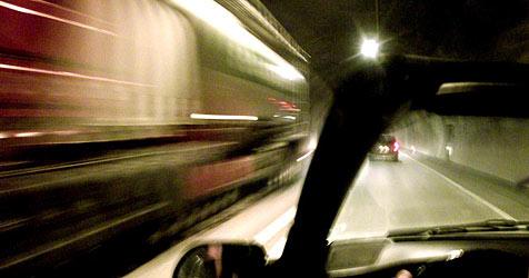 Autotransporter beim Tauerntunnel umgekippt - Sperre (Bild: APA/SCHNEIDER Harald)