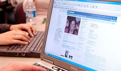Facebook startet angeblich eigenen E-Mail-Dienst Facebook_startet_angeblich_eigenen_E-Mail-Dienst-@facebook.com-Story-230103_476x280px_2_4OfpHlBkVt1rM