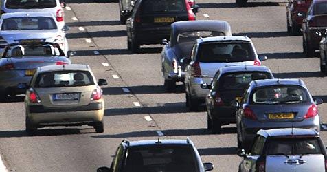 Unfall auf der A1 verursacht Stau von 12 Kilometern (Bild: MOWIS GmbH)