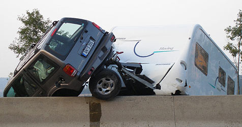 Ehepaar übersteht Crash ohne Verletzungen (Bild: Polizei)