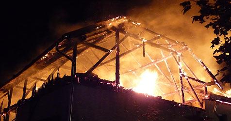 Haus von Gerichtsvollzieher niedergebrannt (Bild: Werner Kerschbaummayr)