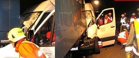 Lieferwagen auf  der A8 ungebremst in Lkw gedonnert (Bild: FF Haag am Hausruck)