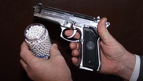 Schütze schießt mit Softgun auf Teenies - Bursche verletzt (Bild: Christian Jauchowetz (Symbolbild))