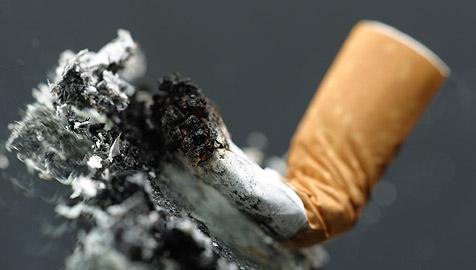 Linzer wegen Zigarette verprügelt - Passantin half (Bild: © 2010 Photos.com, a division of Getty Images)
