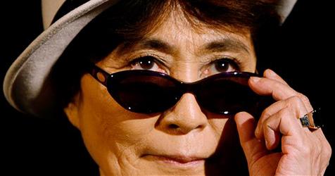 Yoko Ono zahlt von Schulden geplagten Isländern Insel-Trip