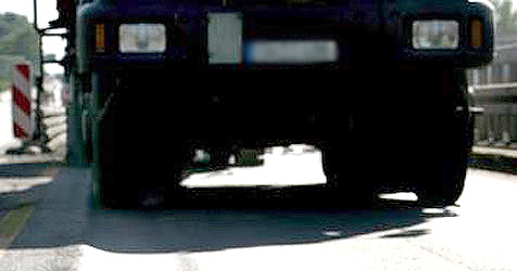 Lastwagenfahrer löst Kollision aus und flüchtet (Bild: APA/EPA/Rolf Vennenbernd)