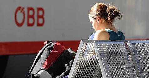 """Pendler fürchten jetzt: """"ÖBB-Streit auf unsere Kosten"""" (Bild: APA/Helmut Fohringer)"""