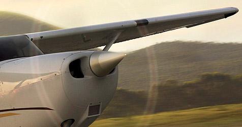 Cessna-Pilot legt bei Flug nach Linz Bruchlandung hin