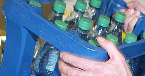 Proteststurm gegen Ausweispflicht beim Wasserkauf (Bild: dpa/dpaweb/dpa/Wolfgang Kumm)
