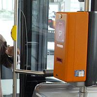 Bus-Kontrolleur zeigt keine Gnade für jungen Soldaten (Bild: Christof Birbaumer)