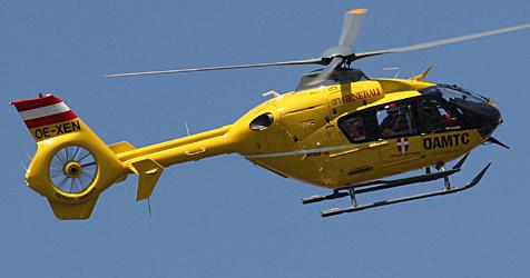 51-Jähriger stürzt aus vier Metern Höhe auf Beton (Bild: Peter Tomschi)