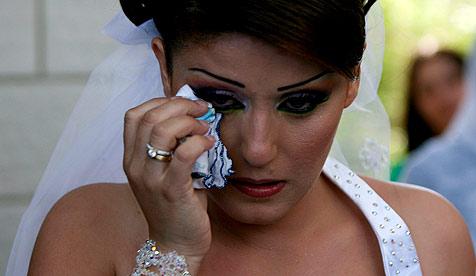 Braut verbringt Hochzeitsnacht im Polizeiverhör