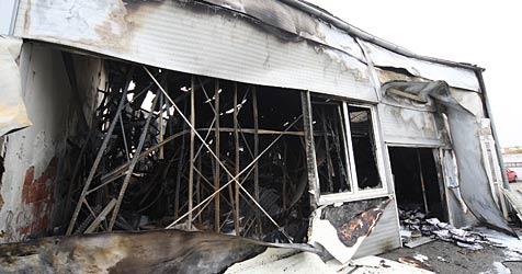 Kfz-Werkstatt  bei Brand in Strasshof völlig zerstört (Bild: Peter Tomschi)