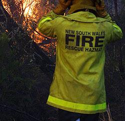 Durchsichtige Uniformen für Feuerwehrfrauen