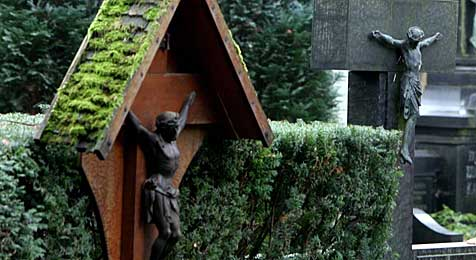 Freche Metalldiebe plündern Friedhöfe im Bezirk Bruck (Bild: dpa/A3730 Federico Gambarini)