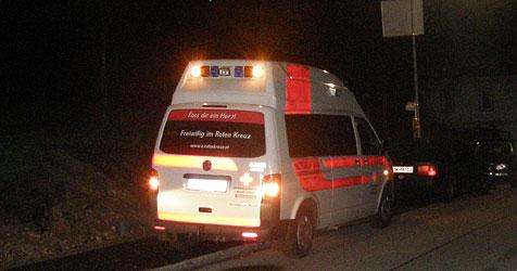 Alkolenker kracht gegen Leitschiene - Feuer im Rückstau (Bild: FF Bad Ischl)