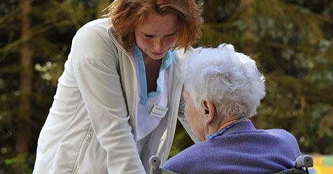 Kostenexplosion - bald kein Geld mehr für Pflegepersonal (Bild: AP)