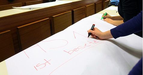 Harter Kern will im Hörsaal 1 der Linzer JKU bleiben (Bild: APA/Rubra)