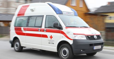 Rotkreuz-Auto verursacht Unfall in Baden (Bild: Jürgen Radspieler)