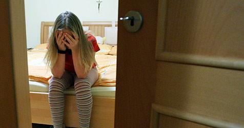 Zahl der Klienten im Kinderschutz-Zentrum steigt (Bild: apa/HELMUT FOHRINGER)