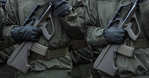 Junger Soldat aus OÖ lebensgefährlich verletzt (Bild: APA/Georg Hochmuth)