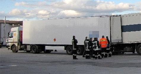 16 t Sprengstoff schlecht gesichert - Lkw gestoppt (Bild: Polizei Niederbayern)