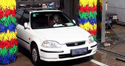 Junge Australier vergnügten sich in Autowaschanlage