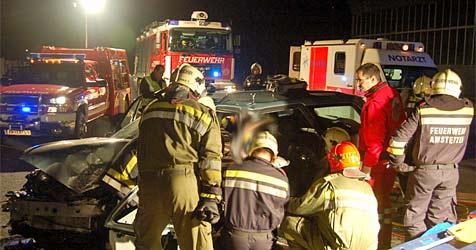 Vier Verletzte nach Crash dreier Kfz im Bezirk Amstetten (Bild: FF Amstetten)