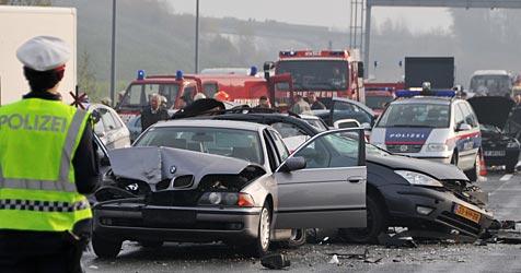 Ermittlungen nach Unfalldrama auf der A1 eingestellt (Bild: APA/Hannes Markovsky)
