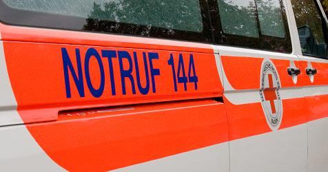 Rettung auf Weg ins Spital verunfallt - acht Leichtverletzte (Bild: Andreas Graf)