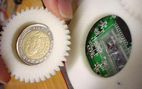 Computermaus erkennt gefälschte Zwei-Euro-Münzen (Bild: Tresanchez)