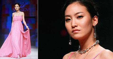 Kultmodel Daul Kim tot in ihrer Pariser Wohnung gefunden