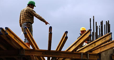 Ab 1. Mai strenge Kontrollen auf Baustellen geplant (Bild: AP)