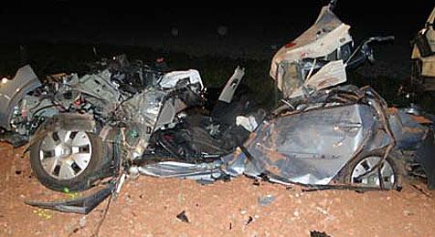 44-jähriger Mann bei Unfall mit Lkw in seinem Pkw getötet (Bild: Freiwillige Feuerwehr Unterwaltersdorf)