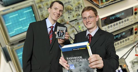 Studenten bauen Ladegerät für Wegwerfbatterien (Bild: Inna/Rumetshofer)